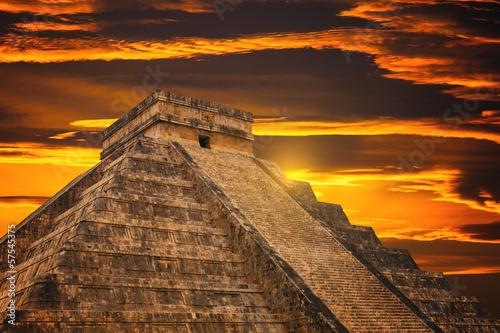 Foto op Canvas Rudnes Kukulkan Pyramid in Chichen Itza Site