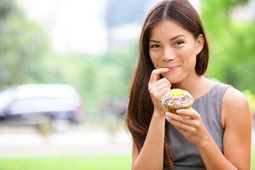 Cupcake - woman eating cupcakes in New York