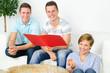 glückliche Lerngruppe