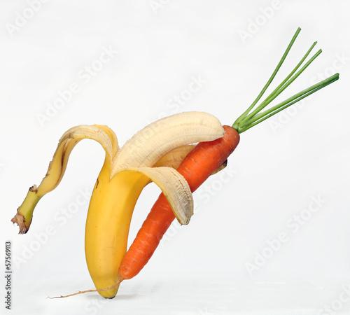 Banane tanzt mit Karotte