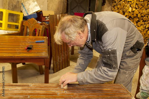 Man using sandpaper