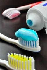 Spazzolino da denti e dentifricio