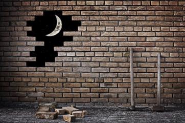 muro di mattoni con luna