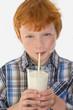 Schulkind trinkt frische Milch