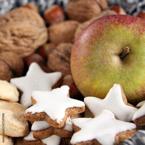 zimtsterne nüsse und apfel