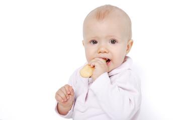 dziecko jedzące biszkopta