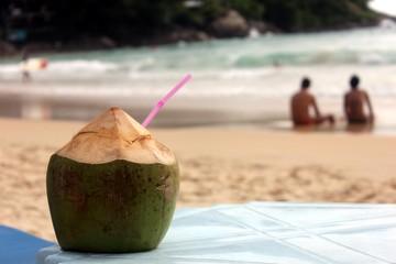 Кокос коктель на пляже