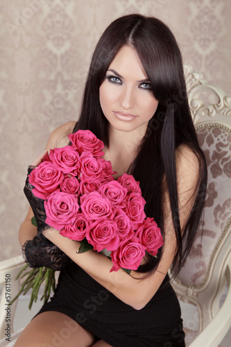 Beauty Fashion Brunette Portrait. Amazing girl holding bouquet o