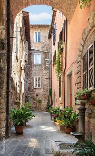 Zdjęcia na płótnie, fototapety na wymiar, obrazy na ścianę : Pretty street in the ancient city of Tuscany