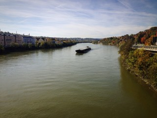 Donau mit Schiff