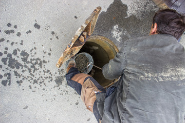 cleaning the sewers, blocked drain cleaning