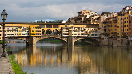 Ponte Vecchio, Right