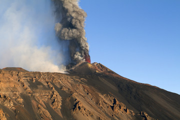 Colonna di cenere dal nuovo cratere di sudest - Etna 26/10/2013