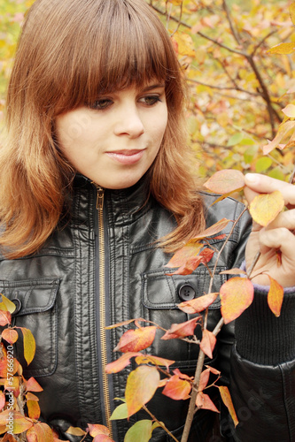 woman sees autumn leaves