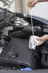 Verification niveau d'huile moteur
