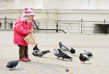 toddler feeding doves