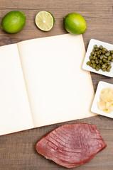 Papier mit Textfreiraum und Thunfisch mit Zutaten