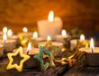Frohe Weihnachten: Feiern mit stimmungsvollem Kerzenlicht