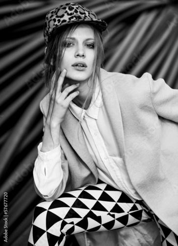 black and white woman fashion - 57677720