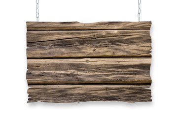 an Ketten hängendes Holzschild auf weiß isoliertem Hintergrund