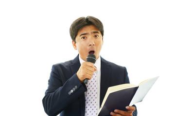 プレゼンテーションをするビジネスマン
