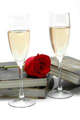 Champán, libro y rosas