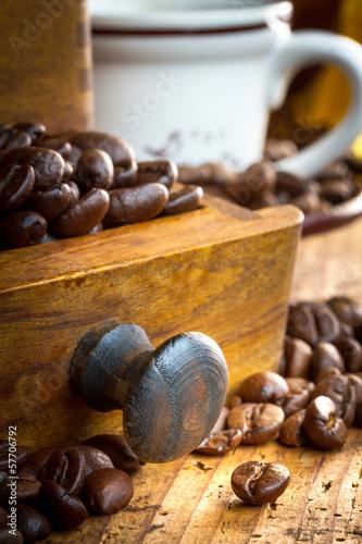 macinino caffè con chicchi