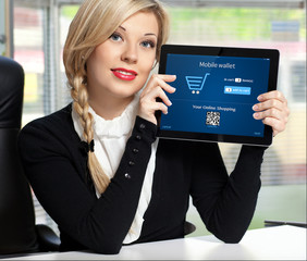 businesswoman holding a tablet with onlain shopping on the scree