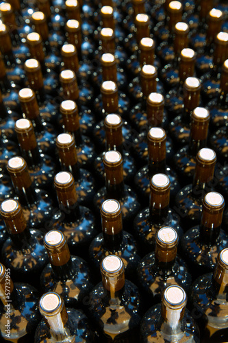 Wine bottles in a row as a pattern with cork © Tono Balaguer