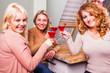 3 Freundinnen beim Frauenabend
