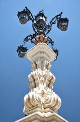 Sevilla, mobiliario urbano, faroles, moldura decorativa