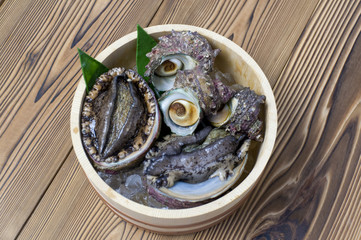 アワビとサザエ Turban shell and abalone