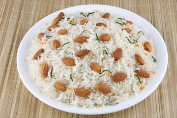 Fried rice with almonds