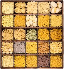 pasta italiana in bacheca