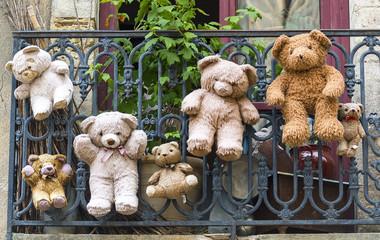 Uzes (France), hanged teddy bears