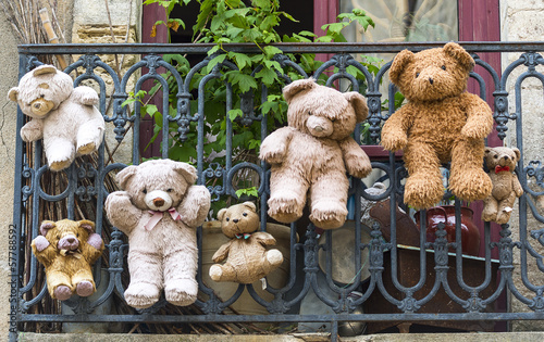 Uzes (France), hanged teddy bears