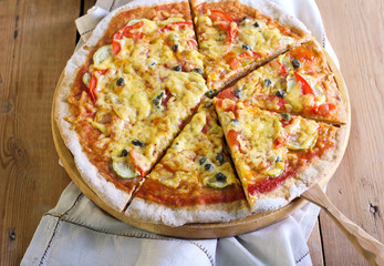 Vegetable and capers pizza