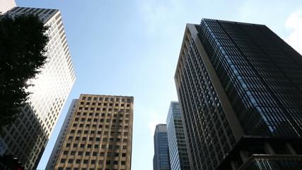 東京丸の内高層ビル街(ティルト)