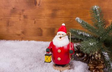 Weihnachtliches Räuchermännchen im Schnee
