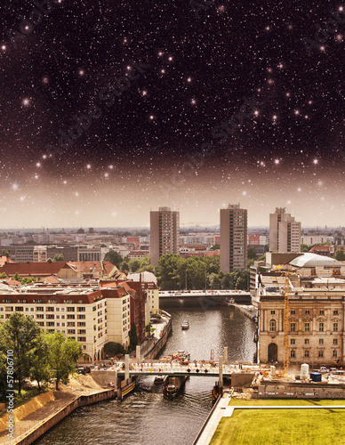 Poster Aerial view of Berlin and Spree River in a beautiful summer nigh