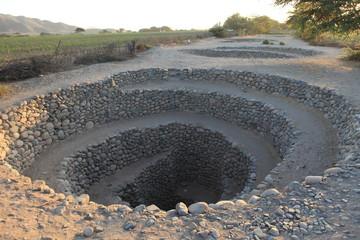 Brunnen und Kanäle der Nazca Kultur