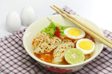 instant noodle with Spicy chicken and Boiled egg