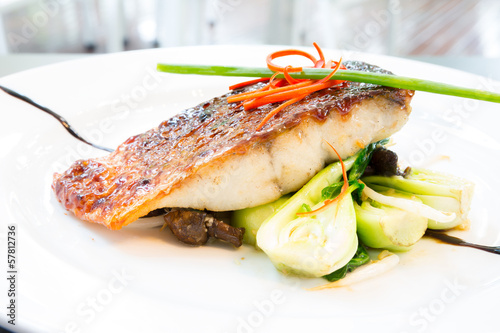 Deurstickers Vis barramundi steak