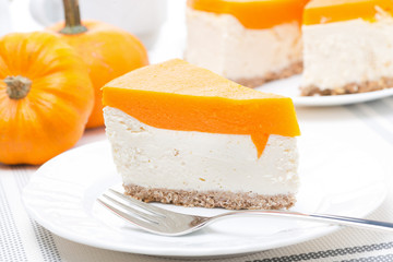 cheesecake with pumpkin jelly
