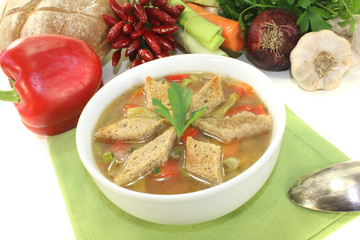 Brotsuppe mit Croutons