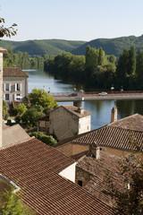 Lot Puy l'Evêque toits et pont sur le Lot
