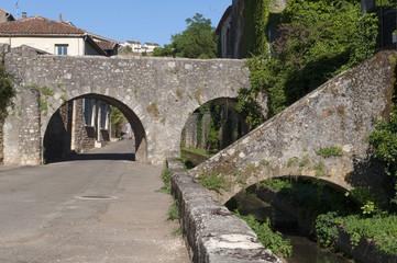 Puy l'évêque Lot pont de pierre
