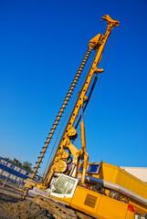 Bohrmaschine Erdbohrer auf Baustelle für Tiefbau