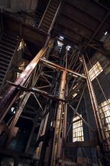 Cage d'ascenseur usine abandonnée
