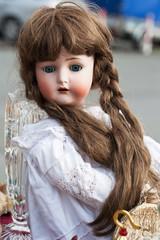 Puppe mit Echthaar auf Flohmarkt
